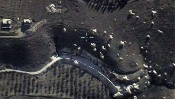 Авиация РФ нанесла точечные удары по позициям ИГ в Сирии - Sputnik France