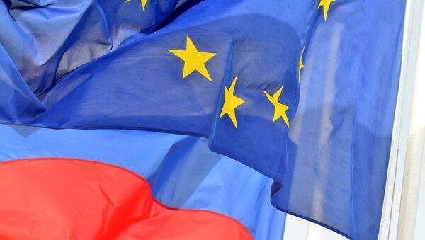 Les drapeaux de la Russie et de l'Union européenne - Sputnik France