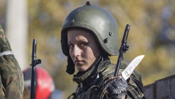 Une militaire dans le Donbass - Sputnik France
