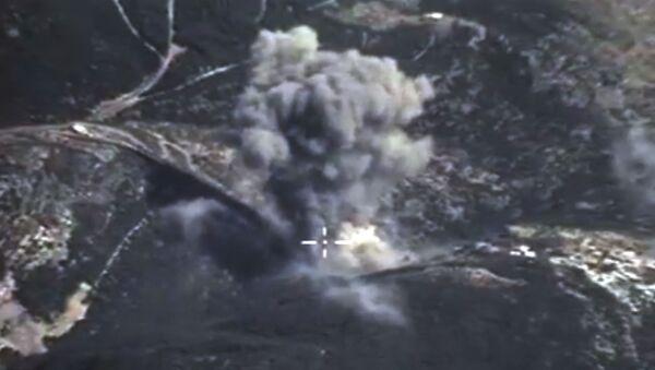 Frappes aériennes  russes contre l'EI en Syrie - Sputnik France