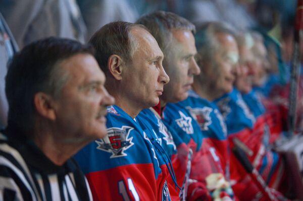 Президент РФ Владимир Путин перед началом хоккейного матча - Sputnik France