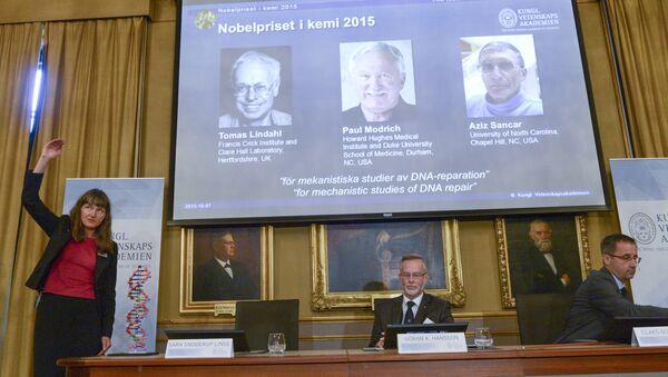 Les membres du comité chimie du prix Nobel Sara Snogerup Linse, Goran Hansson et Claes Gustafsson à Stockholm - Sputnik France