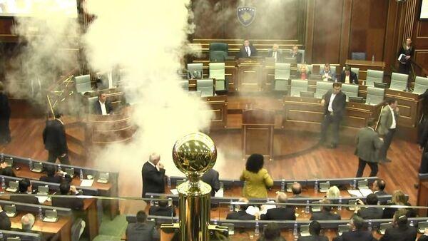 Séance explosive au parlement kosovar - Sputnik France