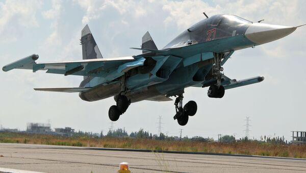Les bombardiers russes à l'aéroport syrien de Lattaquié - Sputnik France