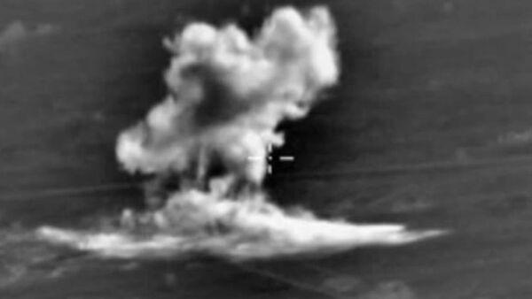 Frappes russes contre des positions fortifiées de l'EI (vidéo) - Sputnik France
