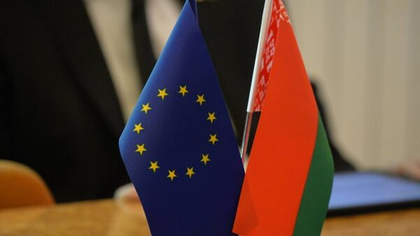 Флажки Республики Беларусь и Европейского союза - Sputnik France