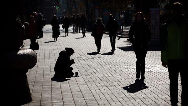 Une femme agée à Kiev - Sputnik France