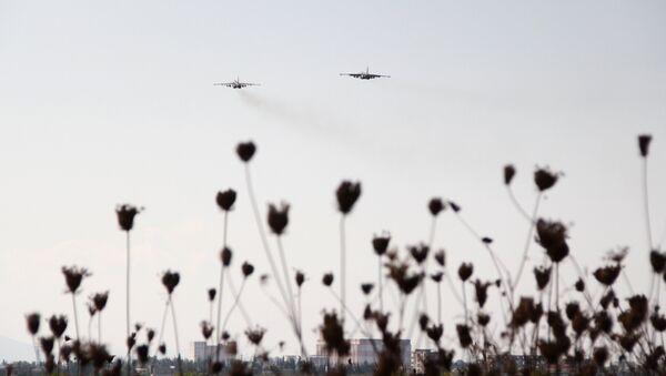 Avions russes à la base aérienne Hmeymim en Syrie - Sputnik France