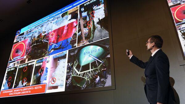 Un responsable du groupe Almaz-Antey, fabricant des missiles Buk, présente les résultats de l'enquête sur le crash du Boeing malaisien effectuée par cette société russe - Sputnik France