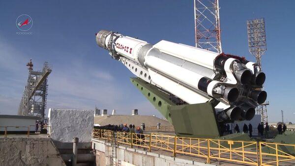 Un lanceur russe se prépare au tir - Sputnik France