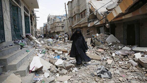 Bombarder le Yémen, la même chose que frapper sa femme, lance un ambassadeur saoudien - Sputnik France