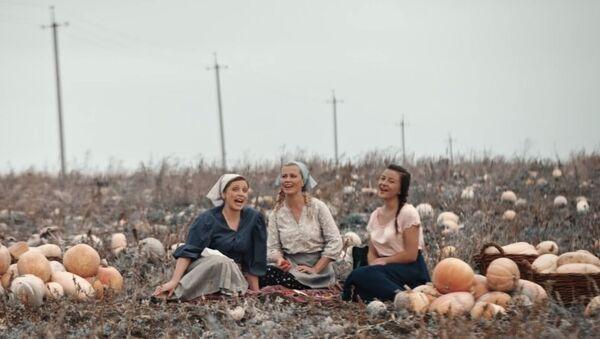 Des agriculteurs moldaves chantent une chanson de Queen a capella - Sputnik France