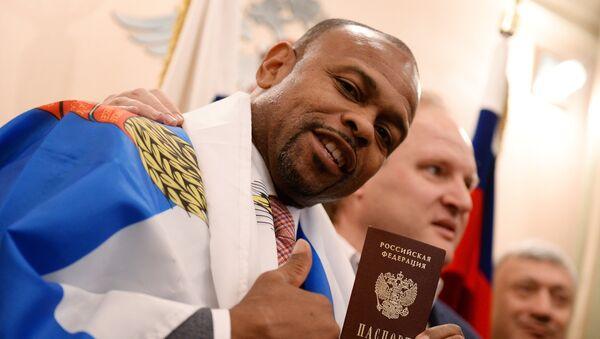 Le boxeur Roy Jones a reçu le passeport russe - Sputnik France