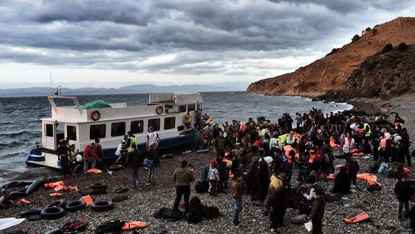 Réfugiés et migrants arrivent à l'île de Lesbos, Oct. 29, 2015. - Sputnik France