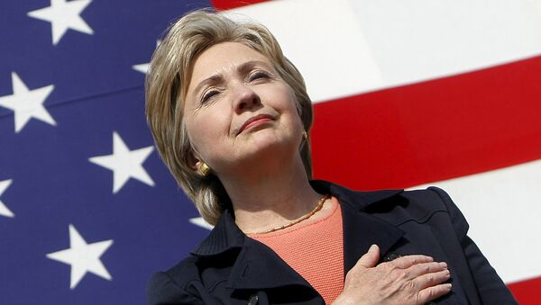 U.S. Senator Hillary Clinton (D-NY) places her hand over her heart during the National Anthem at the 30th annual Harkin Steak Fry in Indianola, Iowa, in this September 16, 2007 file photo - Sputnik France