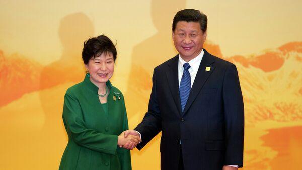 La présidente sud-coréenne  Park Geun-hye et son homologue chinois Xi Jinping - Sputnik France