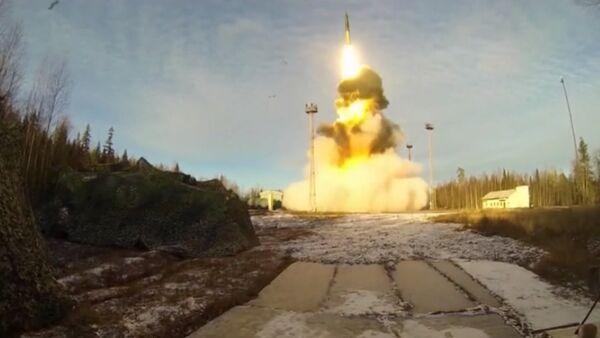 Un missile Topol tiré depuis le cosmodrome de Plessetsk - Sputnik France