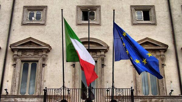 Drapeaux italiens et de l'UE à Rome - Sputnik France