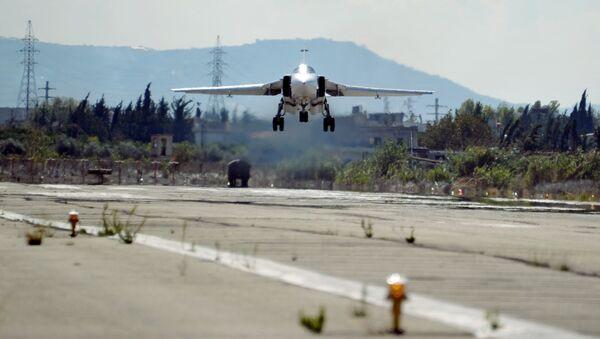 Un chasseur-bombardier russe Su-34 en Syrie - Sputnik France