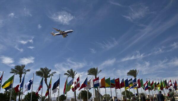 Un avion survole l'aéroport à Charm el-Cheikh - Sputnik France