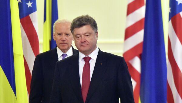 Ukrainian President Petro Poroshenko (R) and US Vice-President Joe Biden - Sputnik France