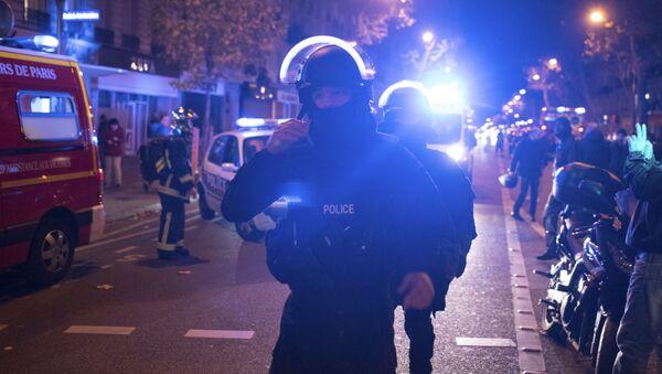 Французские полицейские у театра Bataclan, где террористы захватили заложников - Sputnik France