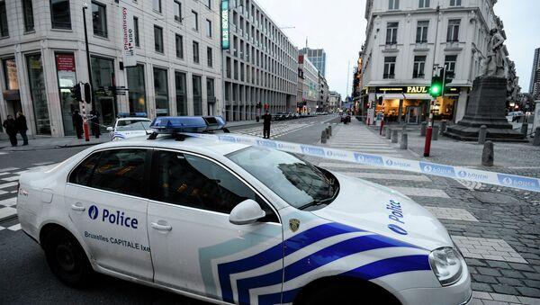 Bruxelles: une voiture tente de foncer sur des policiers, ils ouvrent le feu - Sputnik France