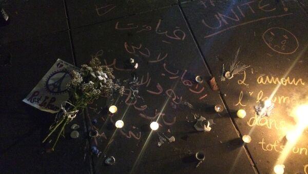 Fleurs sur la place de la République à Paris - Sputnik France