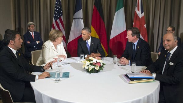 (L to R) Italian Prime Minister Matteo Renzi, German Chancelor Angela Merkel, US President Barack Obama, British Prime Minister David Cameron and French Foreign Minister Laurent Fabius attend a meeting during the G20 Summit in Antalya, on November 16, 2015 - Sputnik France