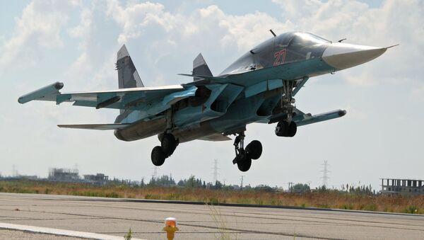 Un Su-34 russe à Lattaquié - Sputnik France