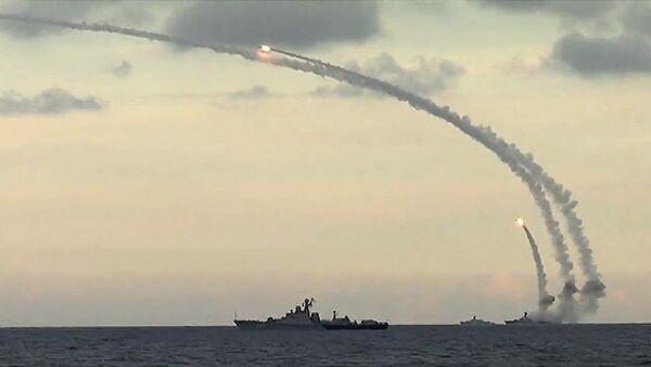 Des navires russes tirent des missiles Kalibr-NK contre des cibles terroristes en Syrie - Sputnik France