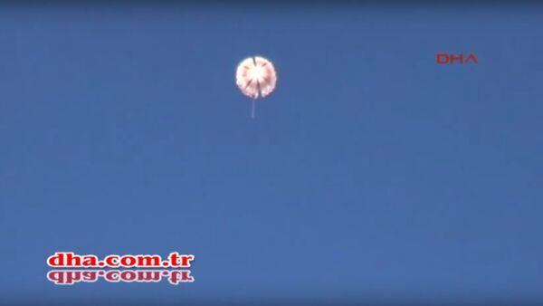 Su-24: un des pilotes abattu pendant sa descente en parachute - Sputnik France