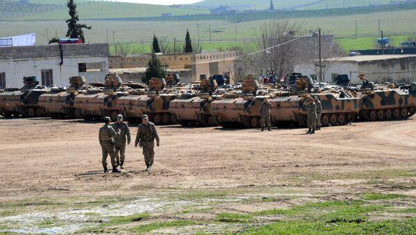 Des blindés turcs près de la frontière syrienne - Sputnik France