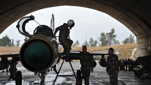 Un pilote syrien sur la base aérienne militaire Hama en Syrie - Sputnik France