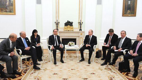 Rencontre entre les présidents Vladimir Poutine et François Hollande au Kremlin, le 26 novembre 2015 - Sputnik France