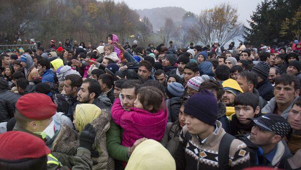 Migrants cue to enter Austria in Sentilj, Slovenia, Thursday, Oct. 29, 2015. - Sputnik France
