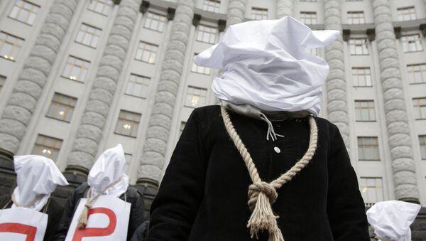 Participants de protestations devant le bâtiment de gouvernement ukrainien à Kiev, 23 déc. 2015 - Sputnik France