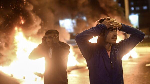 Affrontements entre des policiers turcs et des Kurdes à Diyarbakir, en Turquie. Novembre 2015 - Sputnik France