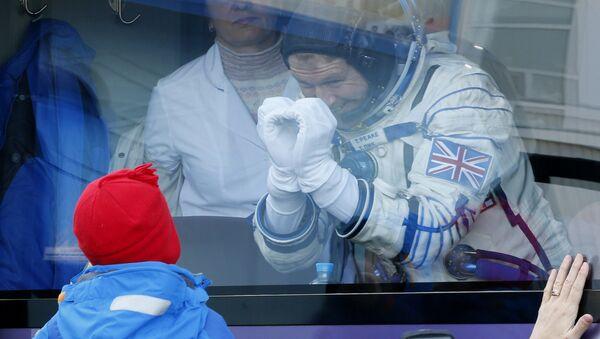 Astronaute britannique Tim Peake et son enfant - Sputnik France
