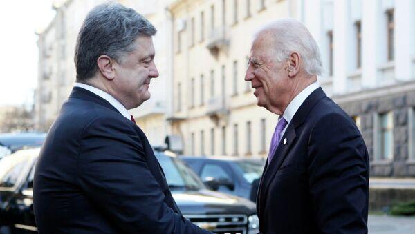 Le président ukrainien Piotr Porochenko et le vice-président américain Joe Biden - Sputnik France