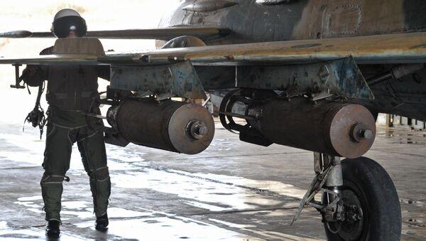 Bombes aériennes syriennes à la base militaire de Hama - Sputnik France