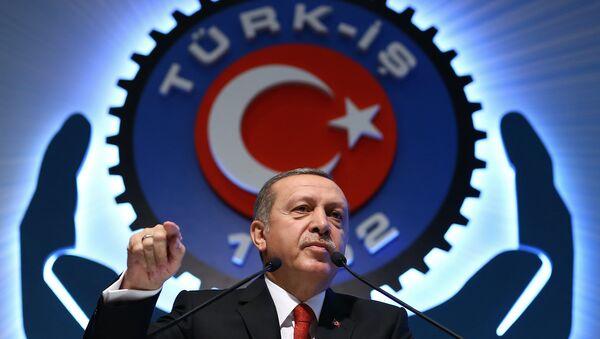Turkey's President Recep Tayyip Erdogan addresses a labor union meeting in Ankara, Turkey, Thursday, Dec. 3, 2015. - Sputnik France