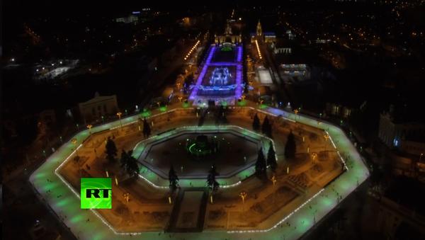 La patinoire de Moscou est décorée pour Noël - Sputnik France