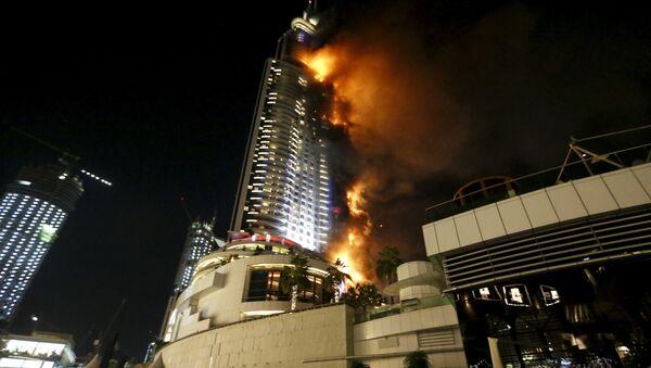 Un énorme incendie dans un hôtel de Dubaï, le 31 décembre 2015 - Sputnik France