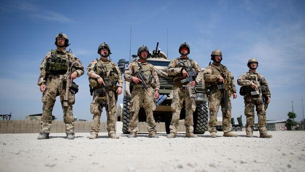 Des militaires de la Bundeswehr en train d'écouter la chancelière Angela Merkel lors de sa visite dans la base de Koundouz, en Afghanistan - Sputnik France