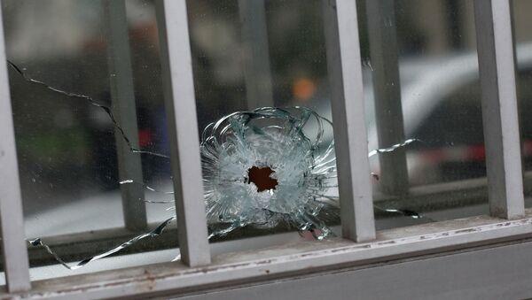 Une fenêtre percée par une balle près du siège de Charlie Hebdo à Paris - Sputnik France