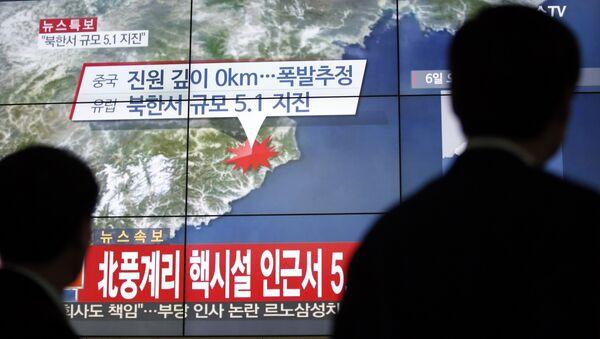 Des spectateurs regardent des nouvelles suite au test nucléaire nord-coréen - Sputnik France