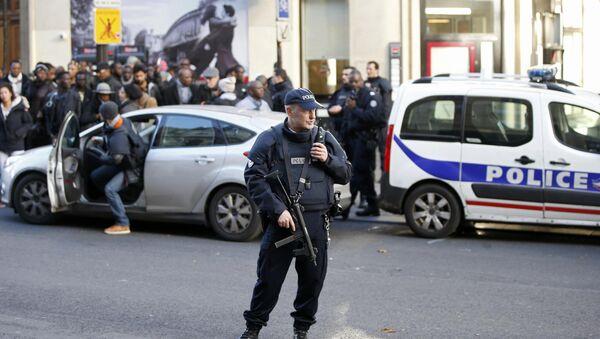 Un policier français dans le 18e arrondissement - Sputnik France