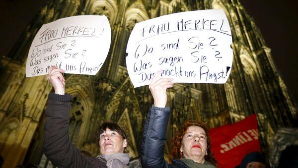 Protestations à Cologne contre la politique migratoire d'Angela Merkel - Sputnik France