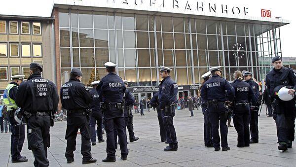 La police devant la gare centrale de Cologne - Sputnik France